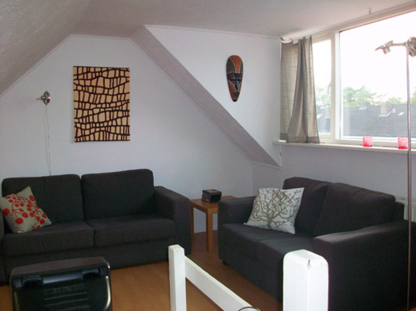 3 kamer etage gelegen op de 1e slaapkamers badkamer en keuken